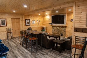DSC0The Lodge at Harble Ridge - Basement lounge area